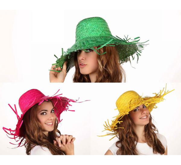 Modelo con diferentes gorros de fiesta de colores