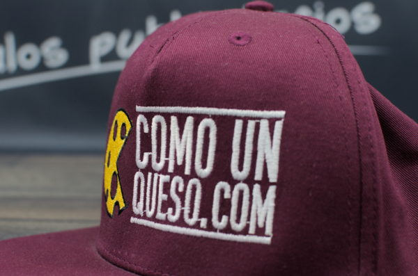 Gorra bordada con logotipo