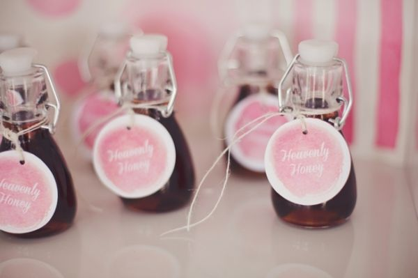 Tarros de miel con etiqueta decorativa para regalo