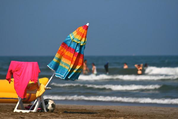Sombrilla y silla de playa