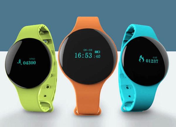 Podómetros de pulsera con correa en distintos colores
