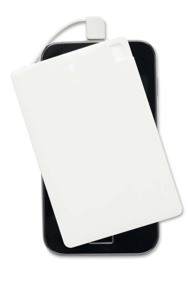 Power bank blanco extra plano encima de un móvil