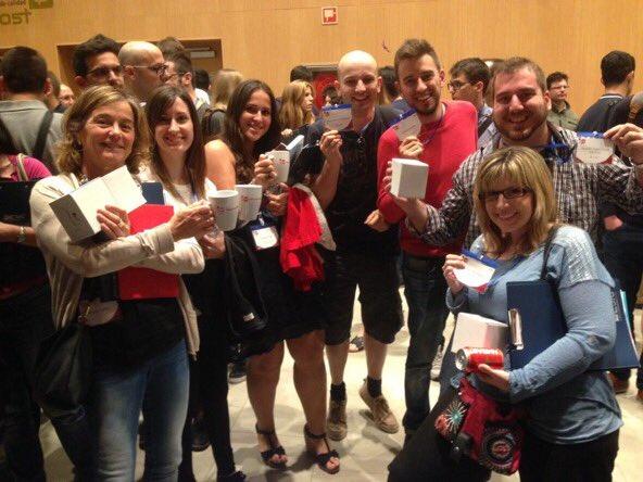 Grupo de asistentes al CW 16 con la taza que obtuvieron