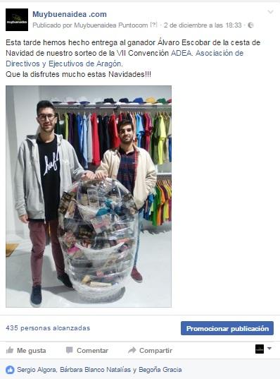 Publicación en facebook del ganador del sorteo de la cesta de Navidad junto con la cesta recibida