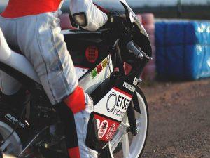 Moto Etseib racing en circuito