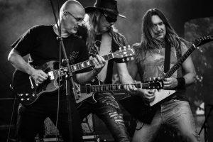 banda de rock en un concierto