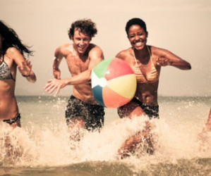 5 razones para regalar balones de playa publicitarios