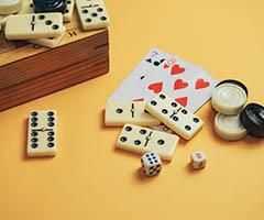 Barajas y juegos de mesa publicitarios