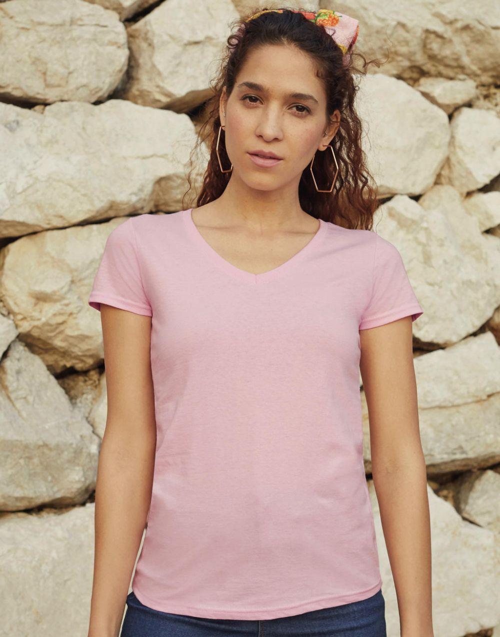 Camisetas manga corta fruit of the loom cuello v valueweight corte femenino con logo vista 1