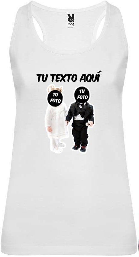 Camiseta blanca de tirantes para despedida de soltera con diseño novios bebés con logo vista 1